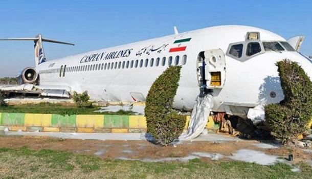 Flugzeug rutscht bei Landung im Iran auf Autobahn