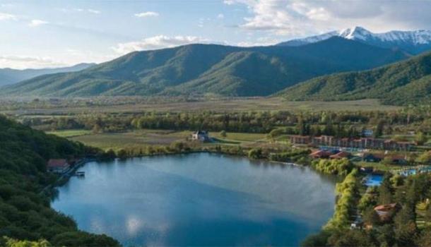 Georgien für Familien: Kultur und Spaß für Groß und Klein am eigenen See