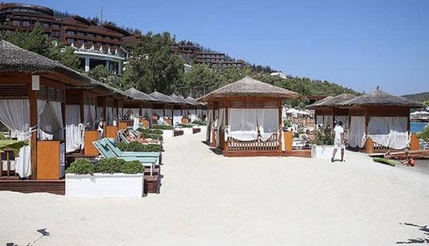 Milas'taki yangında tedbir amacıyla tahliye edilen tatilciler otellerine döndü